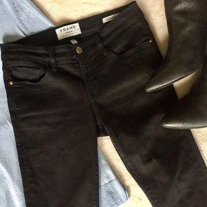 FRAME Le Skinny de Jeanne Black Jeans